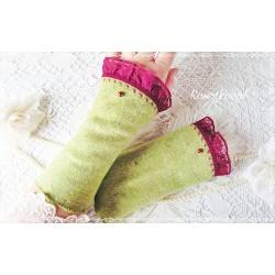 Wollstulpen POEM IN GREEN Grasgrün Spitze Perle