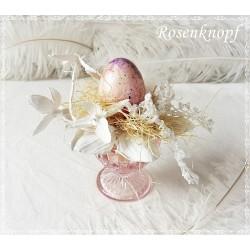 Ostergesteck mit Ei Weiß