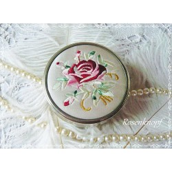Vintage Metall Dose ROSE mit Stickerei Shabby