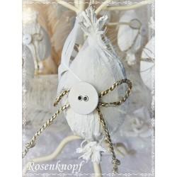 OSTERN Osterei Ei Osterstrauss Osterschmuck Weiß Shabby Vintage Wäscheknopf Federn Kordel Brocante E