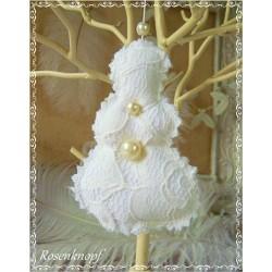 Romantischer SCHNEEMANN im Shabby Stil aus Spitze Tüll und Leinen in Weiß