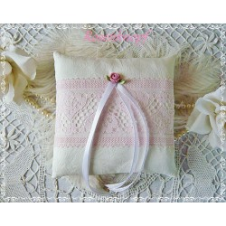 Ringkissen LACE WITH ROSE Ivory Spitze Seide Rosa