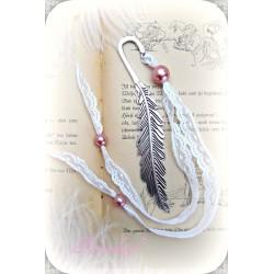 LESEZEICHEN Seitenzeichen FEDER Silberfarben Weiß Spitze Perlen Shabby Geschenk Mitbringsel K