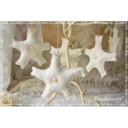 Romantische Schneeflocke im Shabby Stil aus Spitze Tüll und Leinen in Weiß