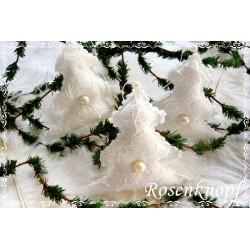 Romantischer TANNENBAUM im Shabby Stil aus Spitze Tüll und Leinen in Weiß